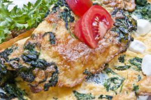 Étel fotó omlett spenóttal